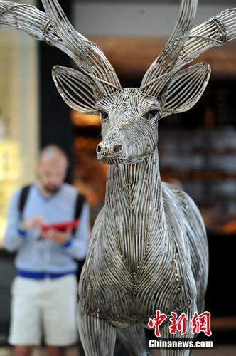 香港商场展现代艺术雕塑