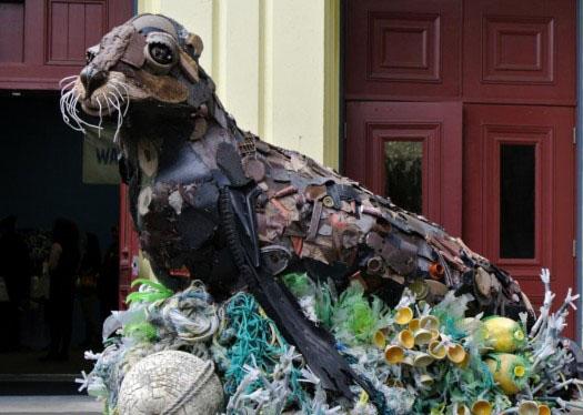 海洋垃圾艺术品亮相旧金山动物园