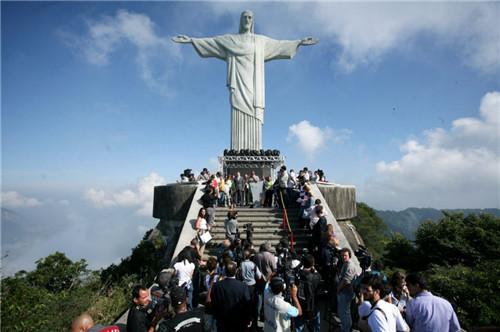 巴西基督像自拍 巴西基督神像 巴西里约热内卢基督像图片