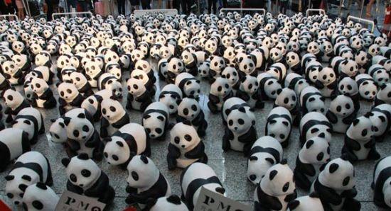 1600只纸熊猫乘坐飞机抵达香港