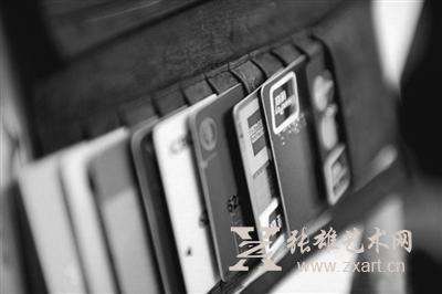 """稀有银行卡身价不菲 成收藏界""""新宠"""""""